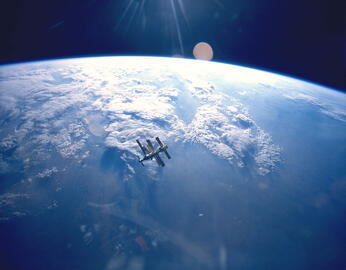 Earth_&_Mir_(STS-71).jpg